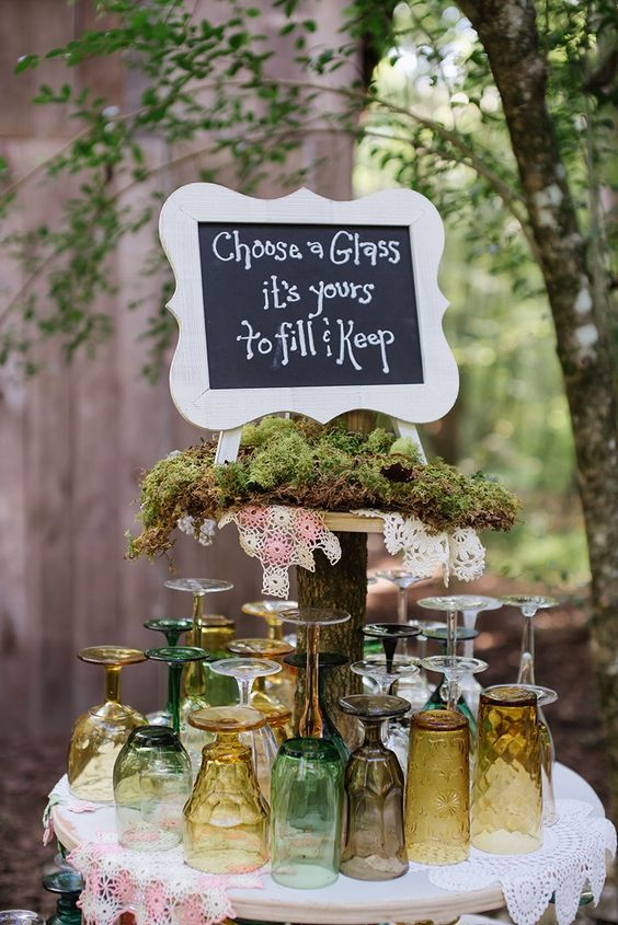 Tickle your woodland senses with this rustic natural wedding / http://www.himisspuff.com/woodland-moss-wedding-ideas/