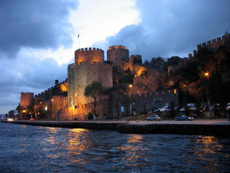 Rumelihisari fortress. Built by Sultan Mehmed II between 1451 & 1452, before he conquered Constantinople. Istanbul, Turkey.