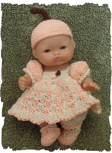 Ravelry: Peach Outfit With Matching Basket and Blanket for 5 Inch Berenguer Baby Doll pattern by Amy Carrico