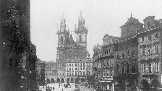 Hradčany bez věže, Prašnou bránu byste nepoznali. Tak se změnila Praha za 150 let