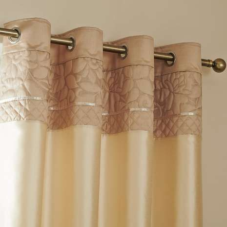 Embossed with delicate leaf detailing, these natural eyelet curtains have a thermal lining to regulate temperature, are machine washable and are available in a ...