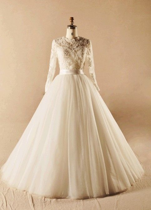 Long lace sleeves wedding dress bridal gown a line tulle skirt for Tulle wedding dress with sleeves