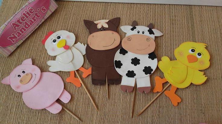 Apliques em e.v.a animais da fazendinha com 18 cm,técnicas de pintura na peças.  Informe no pedido a quantidade de cada animal.