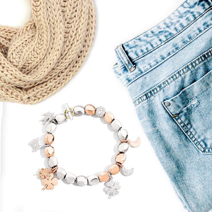 For a simple but sophisticated look, compose your bracelet with the silver and rose gold nuggets by Dodo. Make it precious with your favourite charms.