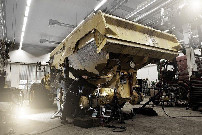 Vi reparera eller serva din anläggningsmaskin eller lastbil. Vi lagar även eller förbättra din kringutrustning så som skopor, containers eller flak. Vi har mycket kunnig svetspersonal. LBC Borås, Mark & Ulricehamn