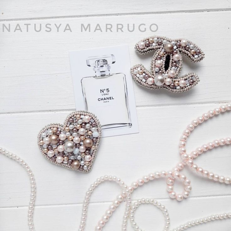 Брошь из бисера/ брошь Шанель/ брошь сердце/ Шанель/Chanel/brooch/ beaded brooch