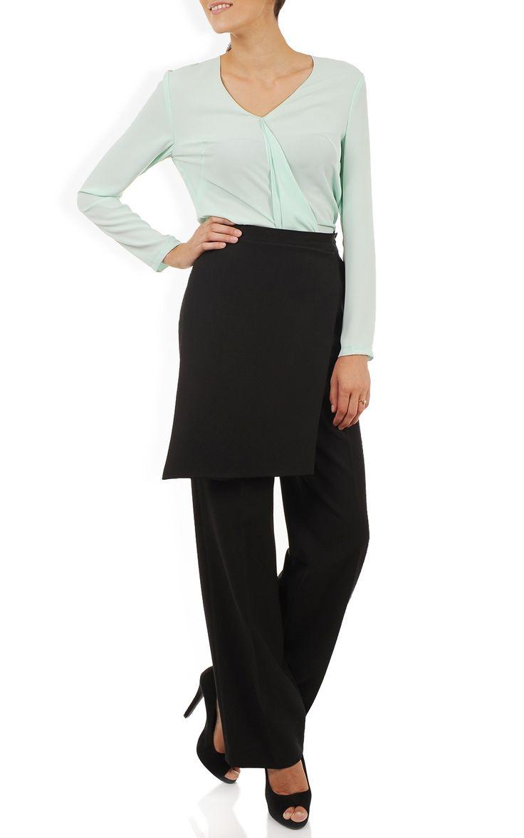 Pantaloni negri largi cu detaliu asimetric