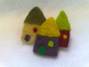 kniddle felted village (pin)