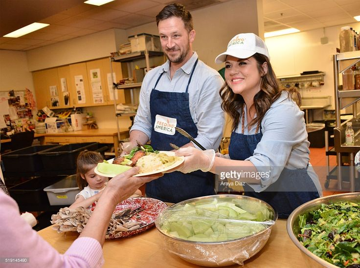 Harper Renn Smith, Brady Smith and Tiffani Thiessen volunteering at Downtown Women's Center in Los Angeles as a part of The Feeding America Pledge to Volunteer Campaign on April 4, 2016 in Los Angeles, California.