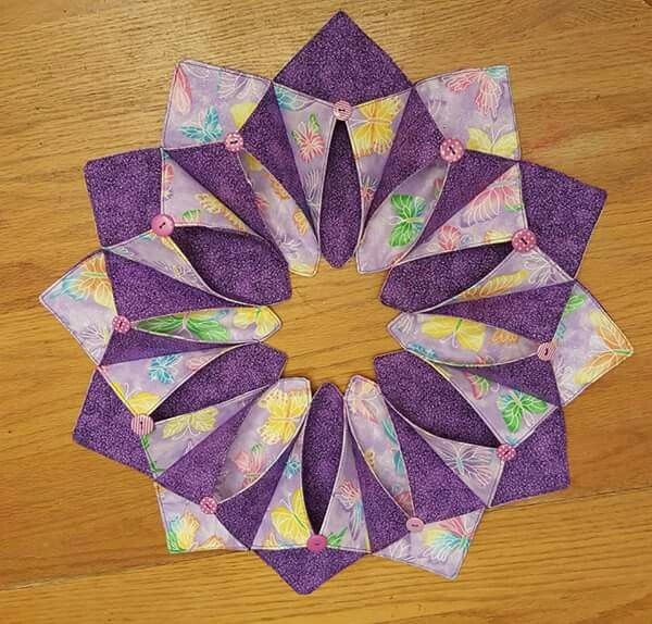 17 Best images about Fold and Stitch Wreaths on Pinterest  : 8c9e3e15e4a0bcb2f5607b5d587f5125 from www.pinterest.com size 600 x 574 jpeg 72kB