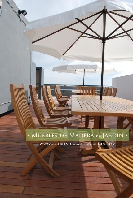mesa con sombrilla para terraza