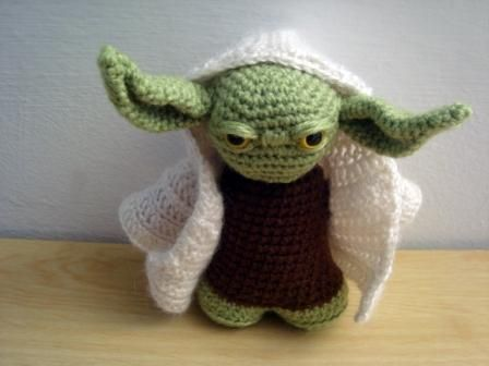 Free Crochet Pattern Small Doll : Amigurumi Yoda (Star Wars - La guerra de las Galaxias ...