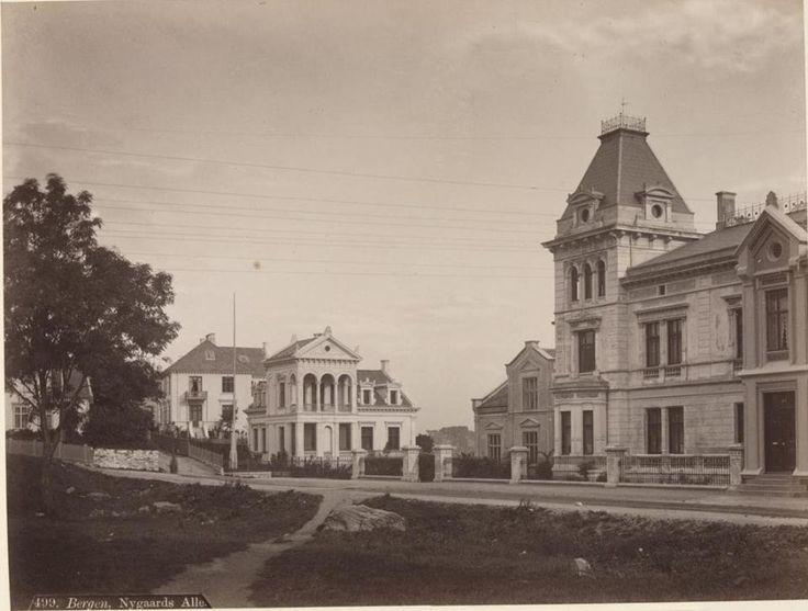 Ved Muséplass på 1880-tallet. Foto: Axel Lindahl - Nasjonalbiblioteket.