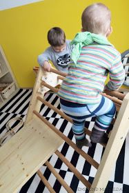 Während ich mich am Morgen am liebsten nochmal auf die andere Seite rollen würde, springen meine Jungs schon im Dreick auf dem Bett.  Für K...