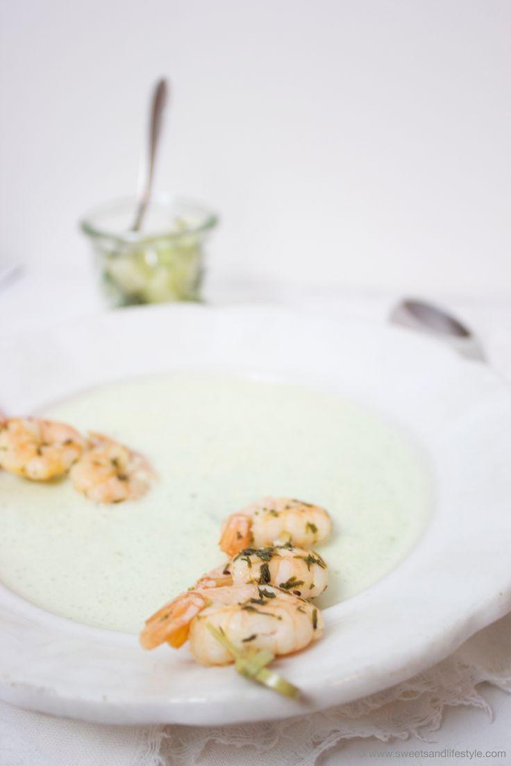 Im Sommer ist eine kalte Suppe eine gute Erfrischung. Die Gurken-Dill-Kaltschale mit Garnelen schmeckt herrlich erfrischend und hat das gewisse Etwas.
