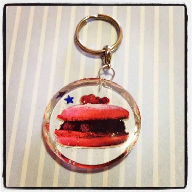 A raspberry macaron resin keychain to hang all your keys from! A little blue star is also embedded in the resin, and this keychain is approx. 4cm in diamater, and 0.5cm thick.  *** Please remember that this is a hand crafted item, and therefore will not always look exactly as pictured as some s...
