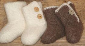 Tovedetøfler er morsomme å strikke, sådet ble to par til i forskjellige størrelser. Og det blir nok flere, forjeg syns det er så fine ...