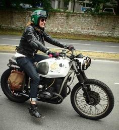 Cafe-moto-girl