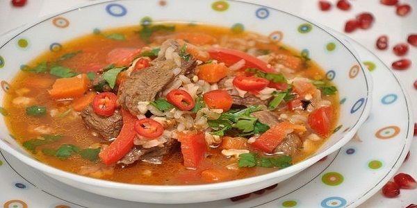 Суп харчо  Харчо – грузинское первое блюдо, по густоте среднее между супом и рагу. Название переводится с грузинского языка как «говяжий суп», но его готовят с любым мясом – бараниной, курицей, уткой и пр