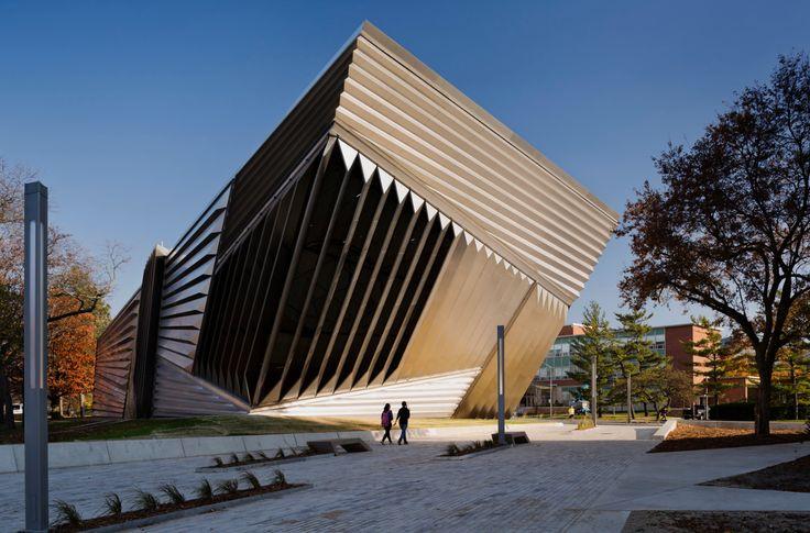 Eli & Edythe Broad Art Museum. Zaha Hadid Architects