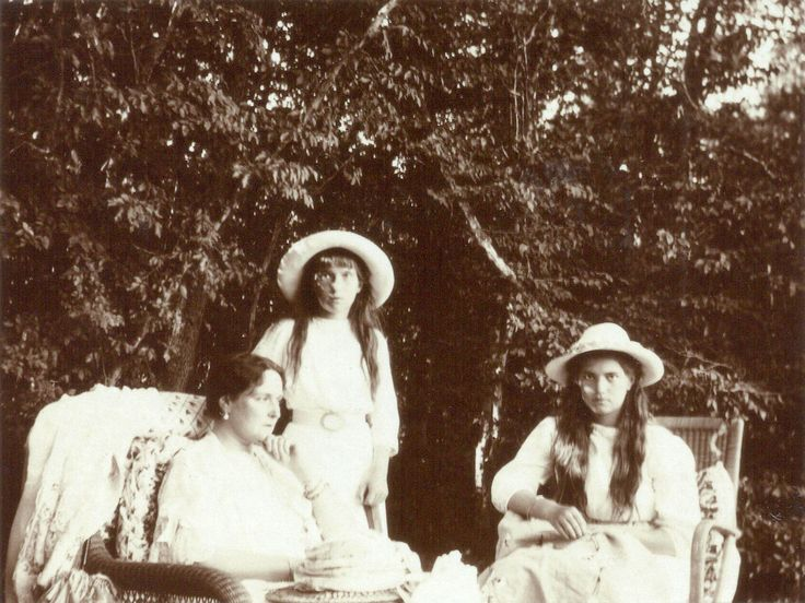 """Empress Alexandra Feodorovna of Russia with her two youngest daughters,the Grand Duchesses Maria and Anastasia Nikolaevna Romanova of Russia.   """"AL"""""""