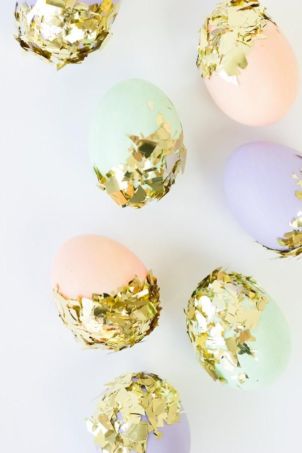 DIY Confetti Dipped Easter Eggs! #pastel #gold @Michelle Maddox can we have a vintage easter egg photo shoot with the fam, please please PLEASE!