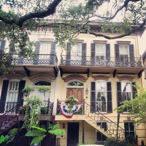 25 best images about savannah homes on pinterest paula for Historic houses in savannah ga