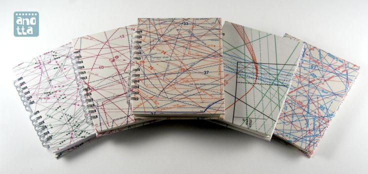Libretas hechas a mano reciclando patrones de costura de viejas revistas.