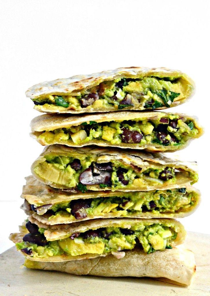 Het is een perfecte combinatie van een glutenvrij enchilada en veganistische quesadilla.