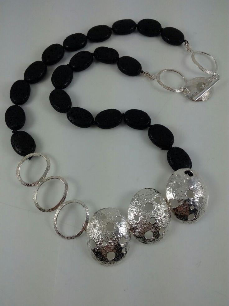 """Collar plata 950 piedra volcánica, colección """"Blanco y Negro"""" diseño Florencia Vélez #plata, #collares, #joya, #diseñodejoyas, #joyeríadeautor, #hechoamano, #piedravolcánica, #reticulado."""