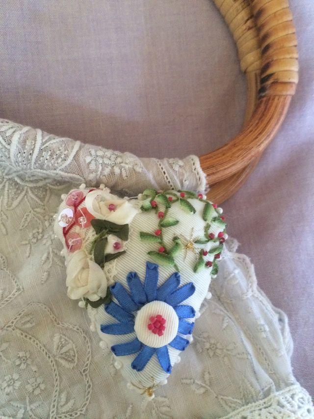 ハートのブローチ白い薔薇青い花 | ハンドメイドマーケット minne