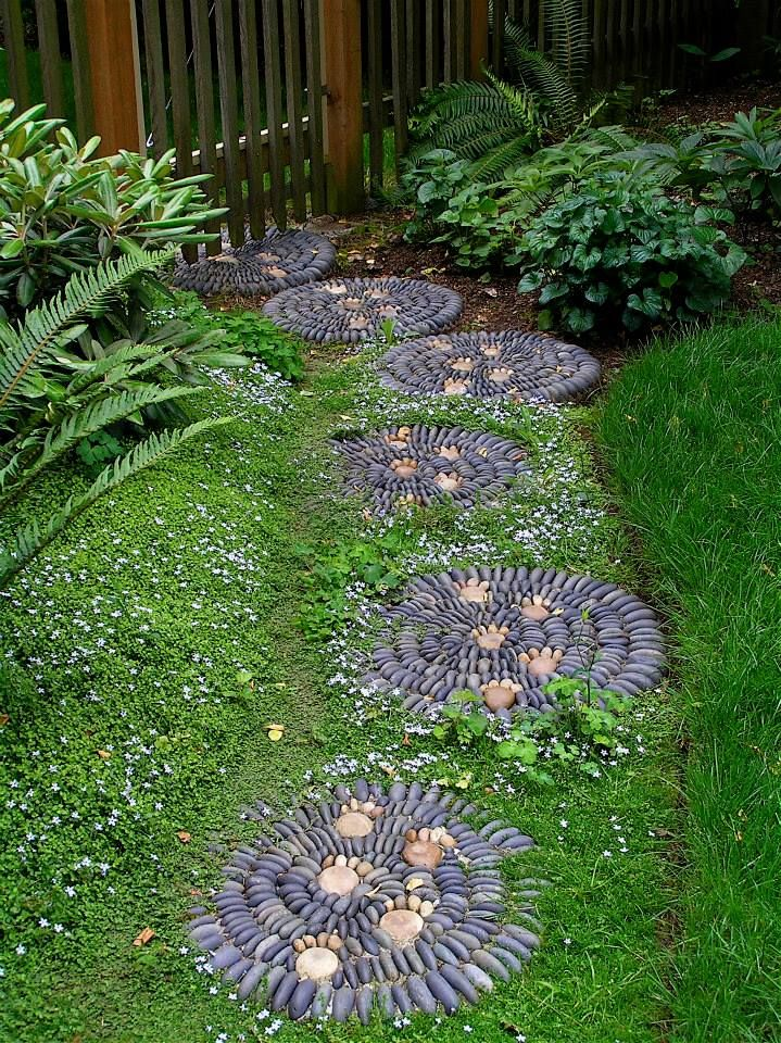 Unique idea for Garden Steps in the garden. Jeffrey Bale Pebble Mosaic Stepping Stones.