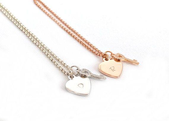 Initial Halskette Herz Buchstaben Halskette von SilverandPeach
