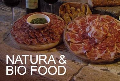Soddisfiamo i gusti dei nostri ospiti con piatti originali che rispettano le tradizioni eno-grastonomiche del territorio
