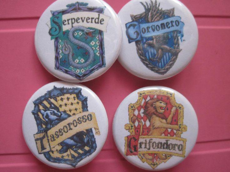 Handmade, spille harry potter, possibilitá di spille personalizzate. Visitate la mia pagina facebook For info: Gatta Bastrada Creazioni (facebook) https://www.facebook.com/pages/Gatta-Bastarda-Creazioni/237047259684340?ref=bookmarks