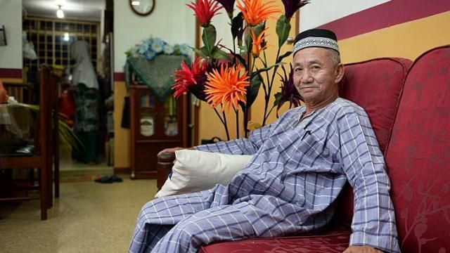 Video > Goreng pisang hawker Abdullah, featured in The Strats Times' They were there at the beginning series: The stories of the pioneer generation in Singapore. http://www.straitstimes.com/ndp2014 Photo: Raj Nadarajan/The Straits Times