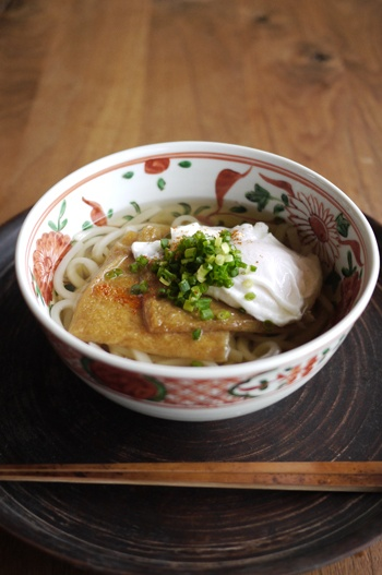 Japanese Hot Kitsune Udon, Aburaage (Thin Fried-Tofu like Fox Color) Topped on Wheat Flour Noodles Soup with Poached Egg|月見きつねうどん