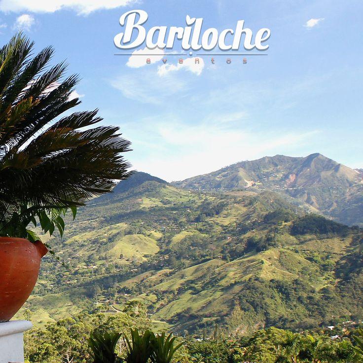 Una vista que te quita el aliento...  #EventosBariloche #ExperienciaBariloche #Bariloche #Bodas #Eventos #BodasCampestres #Wedding #WeddingPlaner #BodasColombia #EventosSociales #NoviasMedellín