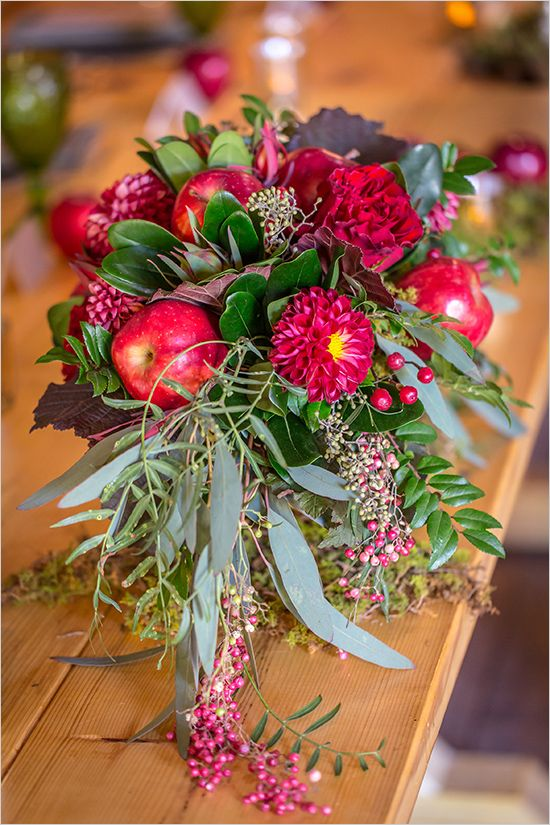 red apple and floral bouquet @weddingchicks