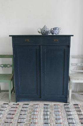 Petite armoire peinte avec peinture à l'huile de lin * Couleur: bleu nuit