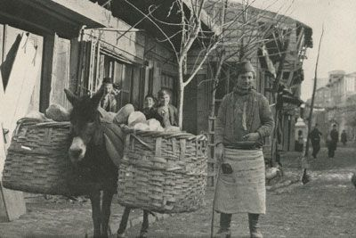 Old and New Photos of Istanbul - Constantinople Bread Vendor