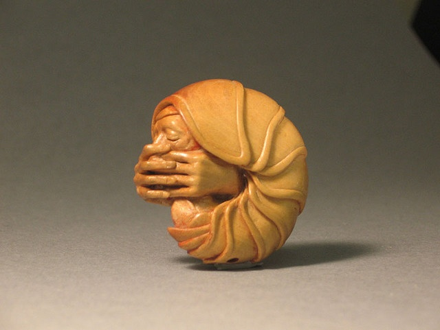 Boxwood netsuke with 22ct gold inlay. Contemporary