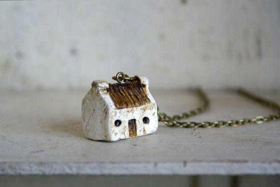 Miniatura Cottage irlandese ciondolo mano di HomespunIreland, $20.00