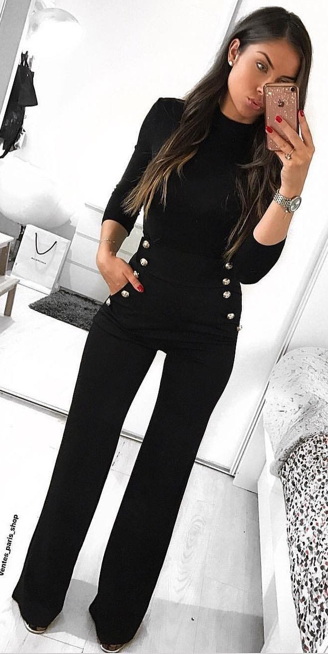 #spring #outfits black long-sleeved shirt with black pants. Pic by @salome_vander