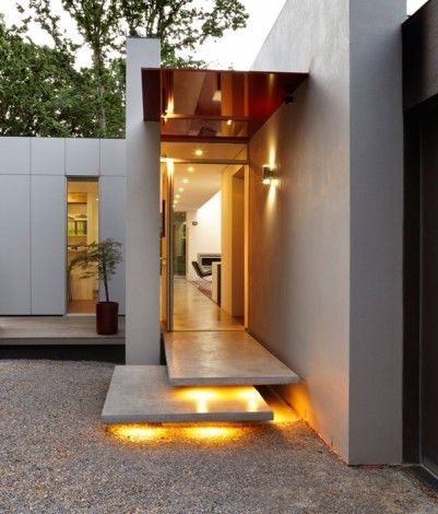 Kyneton by Marcus O'Reilly Architects. A central spine between the two roofs splits the house into public and private functions and visually connects the entrance of the home to the sculptural forms of the rear garden