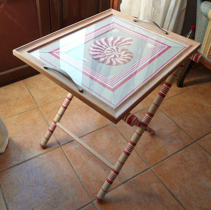 vassoio pliant (cornice e maniglie ikea + stoffa ikea+ stoffa conchiglie+ bastoni per tende in legno+ cartone)