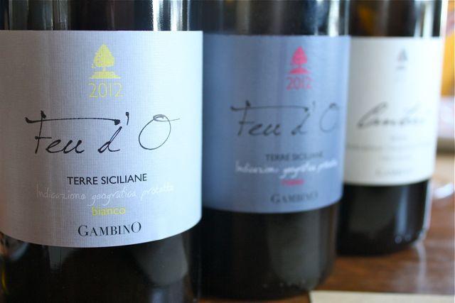 Wijnhuis Vini Gambino. Ga langs voor een degustatie - met hapjes - van al hun wijnen. Zeker de moeite: de DOC Etna-wijnen, die door de vulkanische grond dat tikje 'speciaal' krijgt. (Taal: Italiaans, Engels)