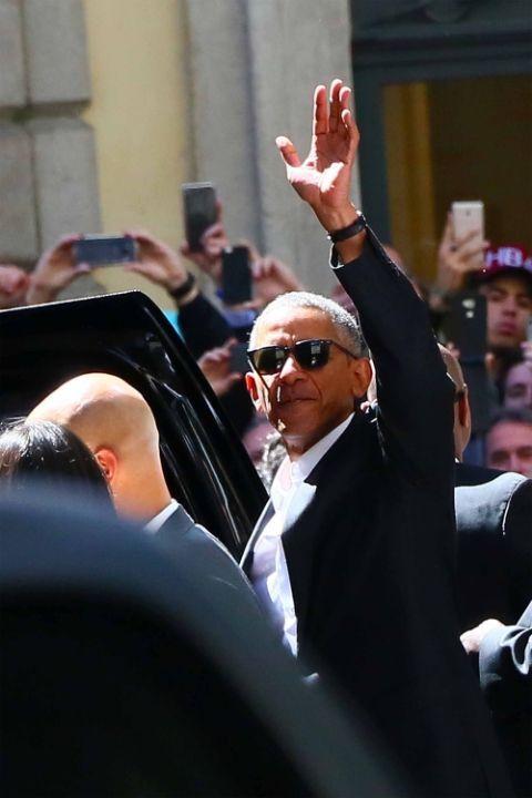 barack obama looking cool in milan barack obama in milan italy - Barack Obama Lebenslauf