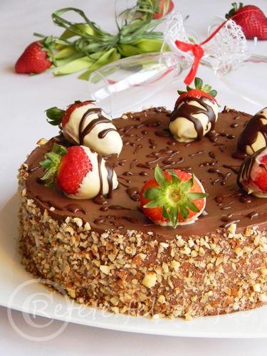 http://iulianaflorentina.blogspot.it/2012/03/tort-cu-mousse-de-capsune-si-ciocolata.html