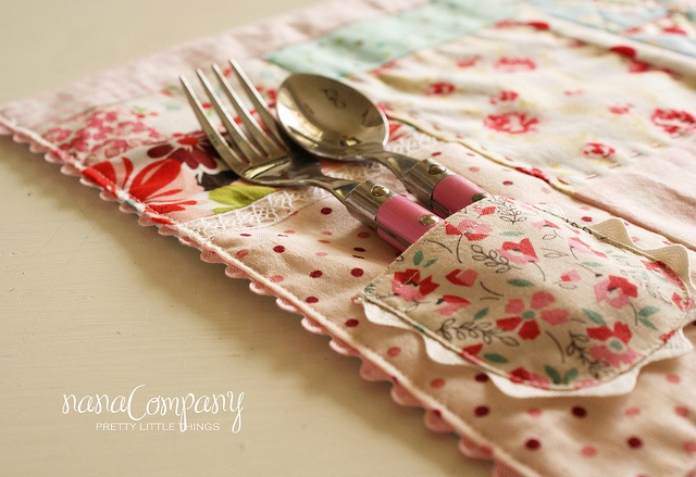 patchwork pocket placemat by nanaCompany. Love the vintage fabrics and ric rac.